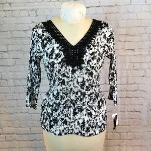 NWT Violet&Claire blk floral pleated tunic
